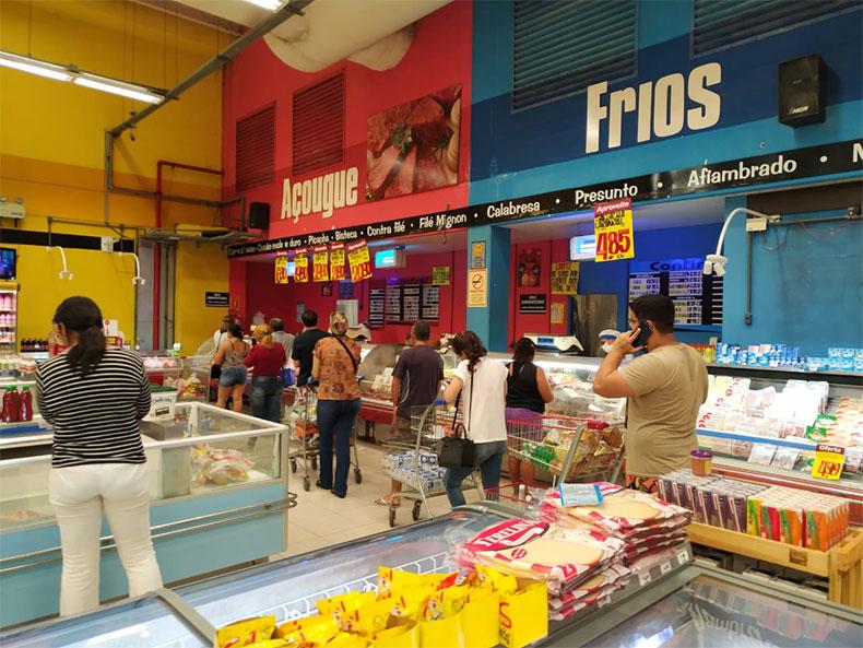 Justiça suspende liminar e manda fechar supermercados na capital do Piauí