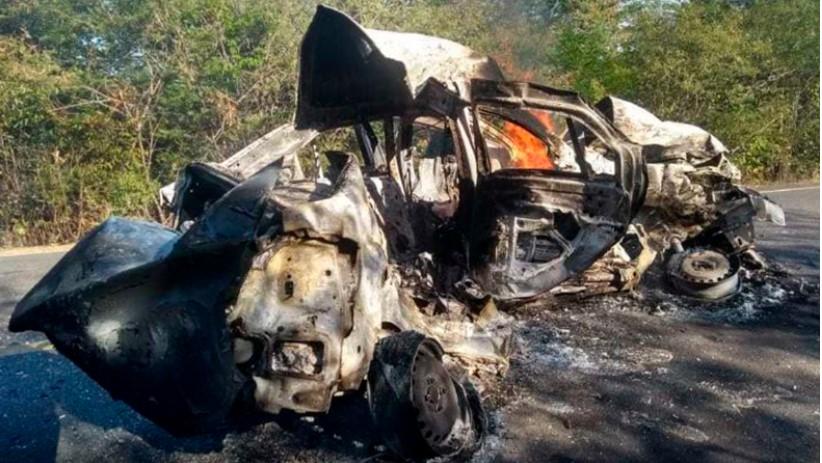 Duas pessoas morrem carbonizadas após colisão de automóvel com veículo de carga na BR-135 no Piauí