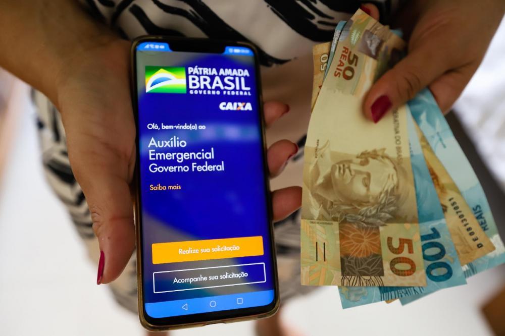 Senadores defendem prorrogar auxílio emergencial de R$ 600 até dezembro