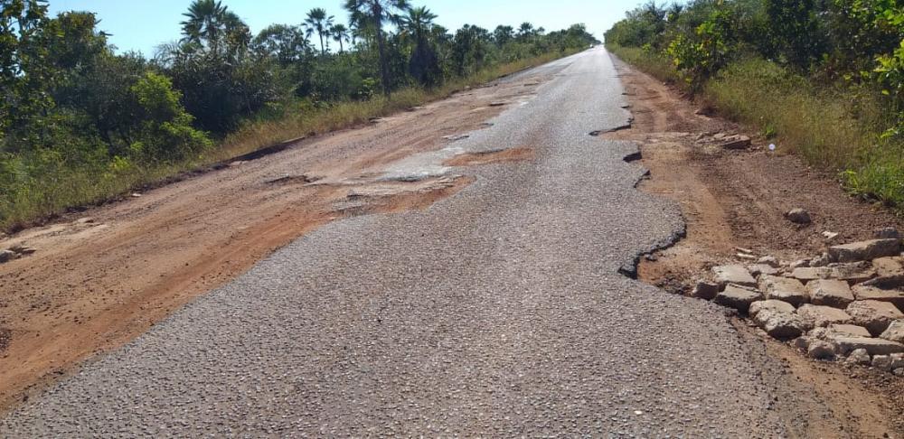 Sem manutenção, rodovia PI-113 no trecho Teresina a Batalha está tomada por buracos e quase intrafegável