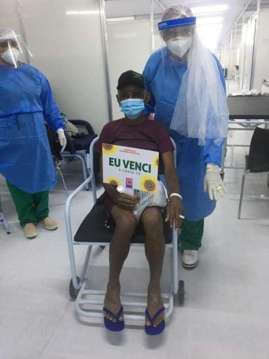 No Piauí: Idoso se cura da Covid e 'casa' com enfermeira