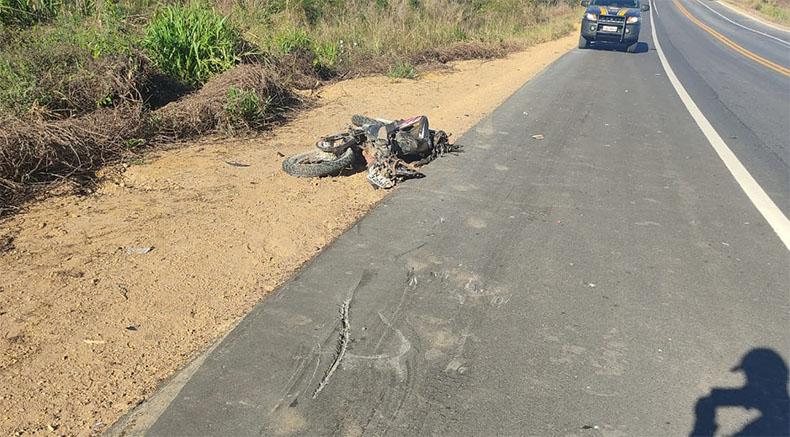 Jovem motociclista de 17 anos morre ao bater em carreta na BR-135