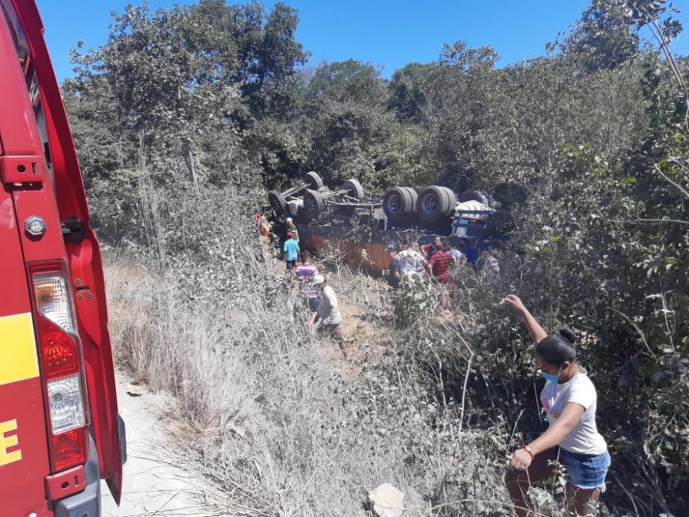 Acidente envolvendo caminhões deixa um morto na BR 343, no Piauí