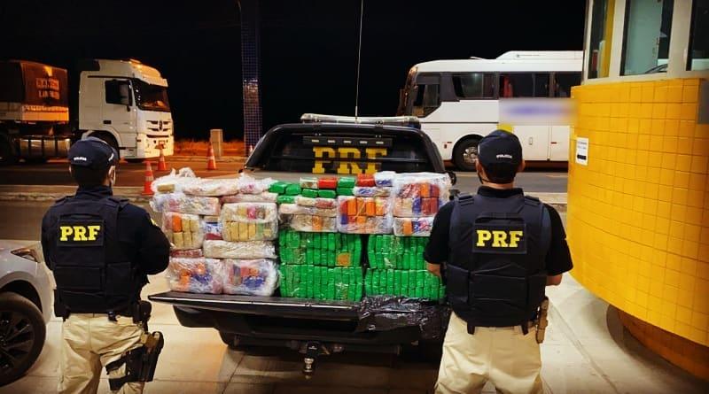 PRF apreende 150 kg de maconha e prende três suspeitos de tráfico