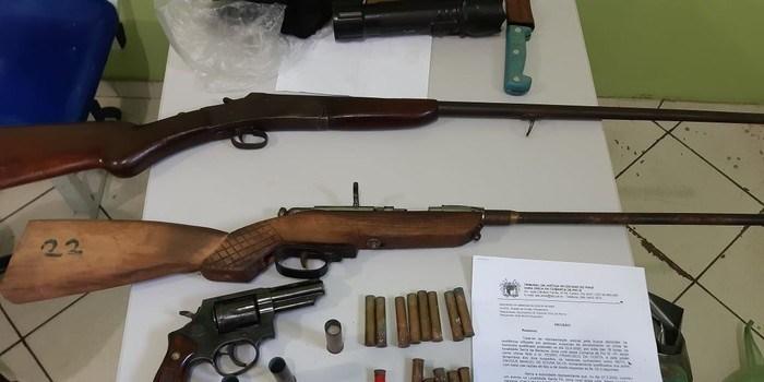 Operação da PM prende cinco pessoas suspeitas de homicídio e tráfico de drogas no PI