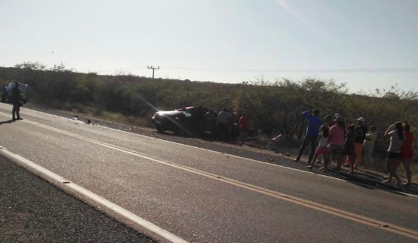Homem morre após colisão entre caminhoneta e carreta na BR-407 no PI