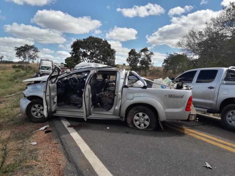 Caminhonete tomba na BR-135 e deixa uma pessoa gravemente ferida no Piauí
