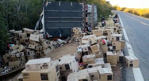 Quatro suspeitos são presos por saque de carga de caminhão na BR 135