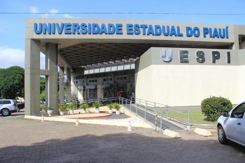 Decisão da Uespi de manter aulas suspensas não agrada alunos