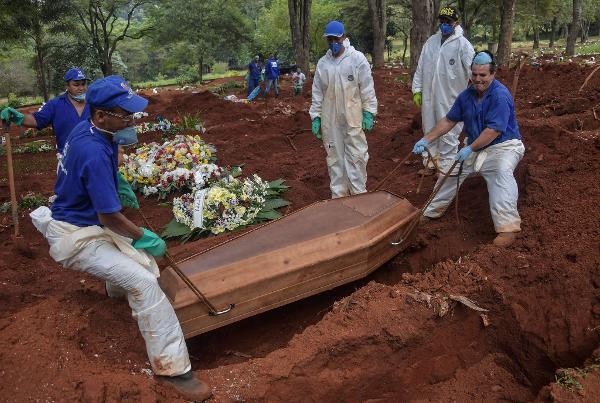 Brasil registra 1.274 mortes em 24 h e ultrapassa 103 mil