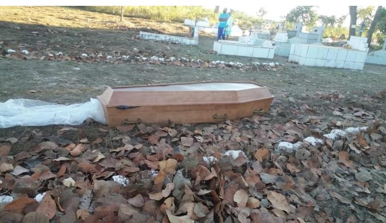 Mistério: Caixão com corpo de homem é abandonado em cemitério no Norte do Piauí