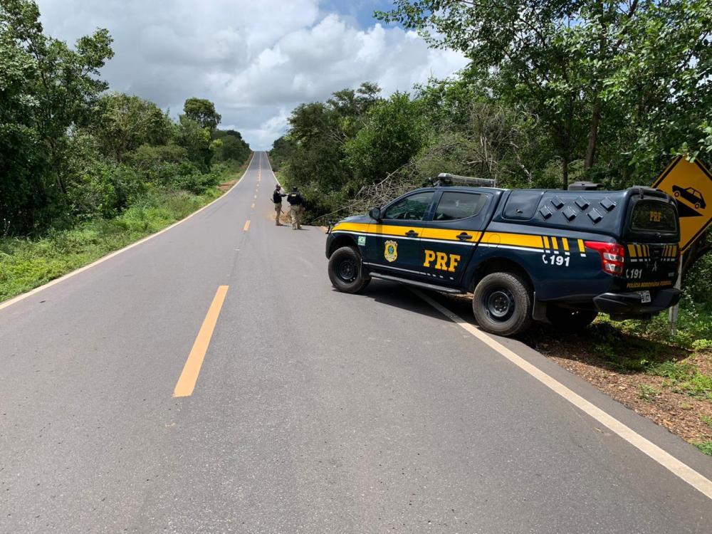 PRF resgata criança de três após ser abandonada pelo pai durante fuga de cerco policial