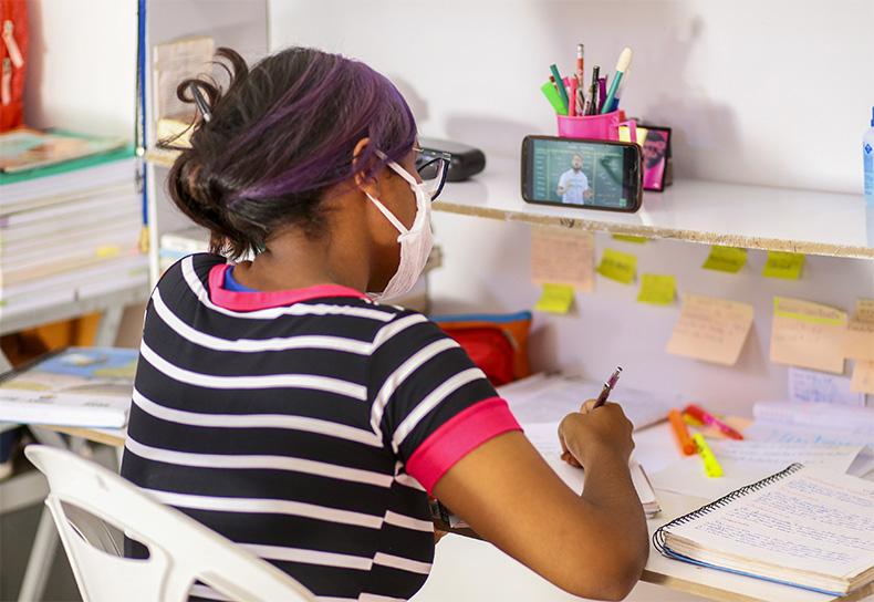 Ensino remoto pode continuar até o fim de 2021, diz conselho de educação