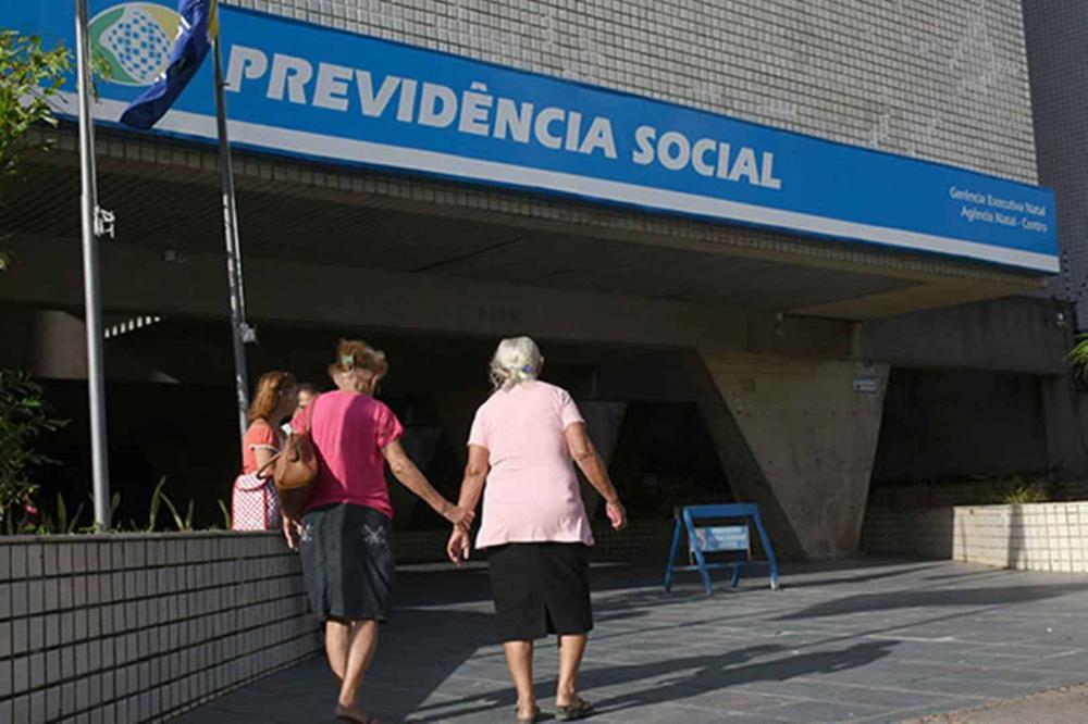 INSS voltará a exigir a prova de vida para manter benefício; saiba como