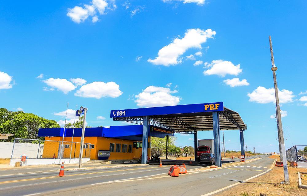 Mais de 10 mil veículos já partiram para o litoral do Piauí pela BR-343, diz PRF
