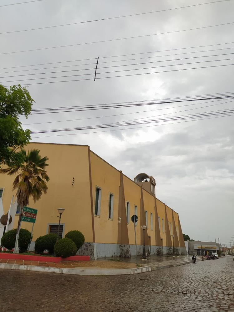 Tempo fecha, previsão é de chuva forte em Barras