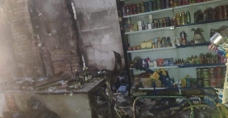 Criminosos arrombam, furtam produtos e ateiam fogo em supermercado no Piauí