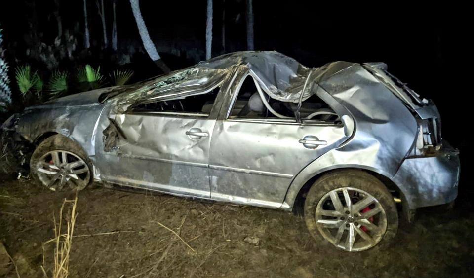 Motorista perde controle, carro colide em cerca e capota na PI-305, no Norte do PI
