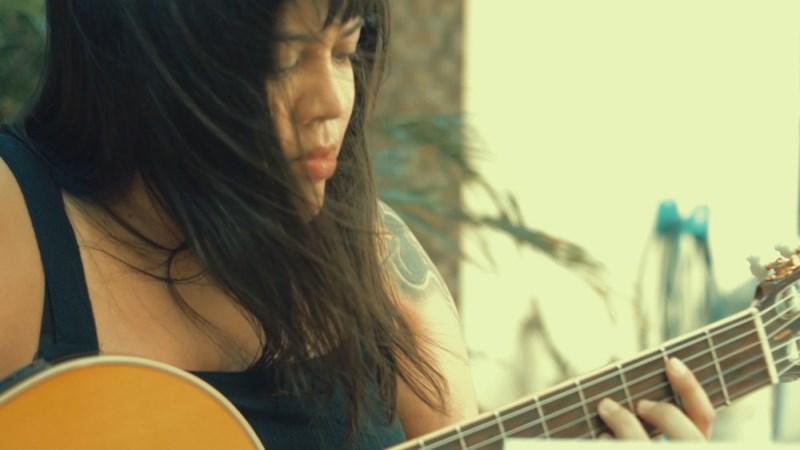 Cantora piauiense lança música e clipe em homenagem às vítimas da Covid-19