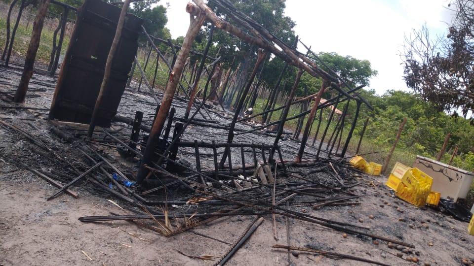 Salão de umbanda é totalmente incendiado em Boqueirão do Piauí; fotos