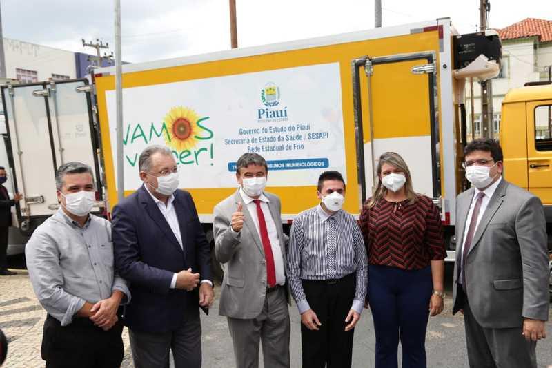 Governo do Piauí distribui aos municípios insumos para vacinação contra a Covid