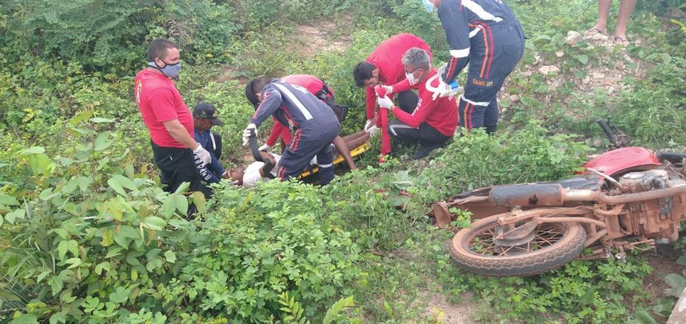 Homem é encontrado desacordado após cair de moto em Barras PI - Fotos: GAV