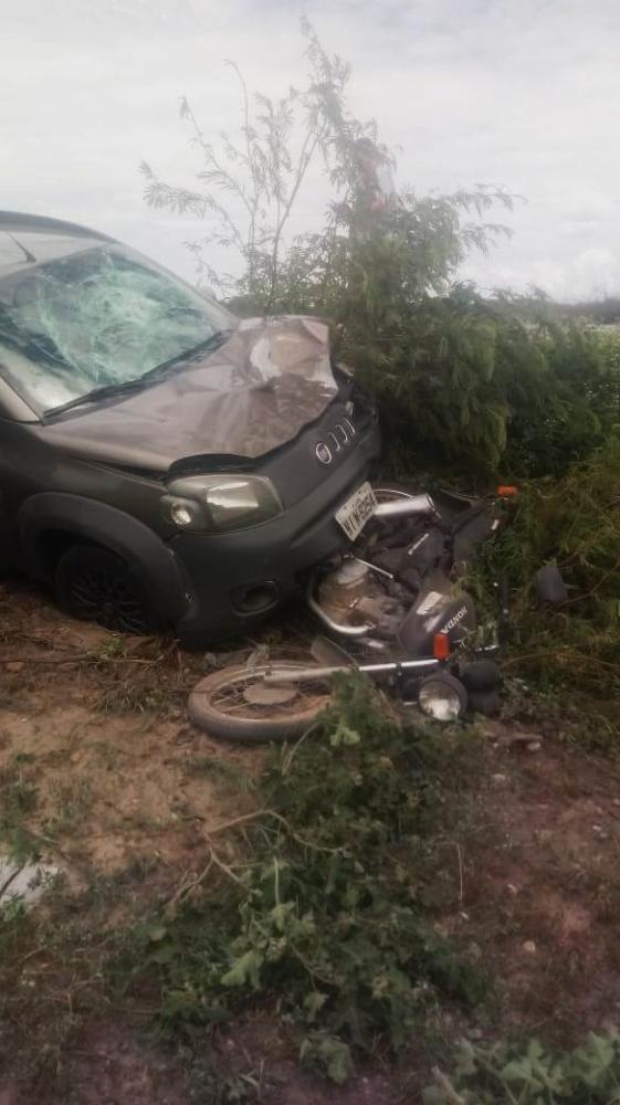 Acidente envolvendo carro e motocicleta vítima vítima fatal na BR 407, Sul do Piauí