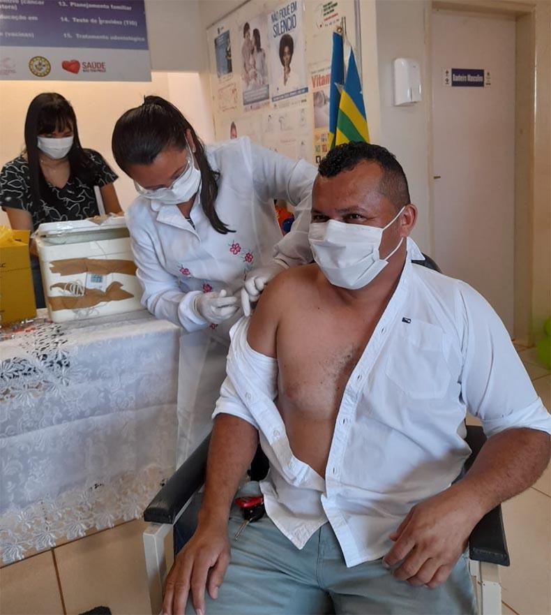 Prefeitos no Piauí são os primeiros vacinados contra a Covid