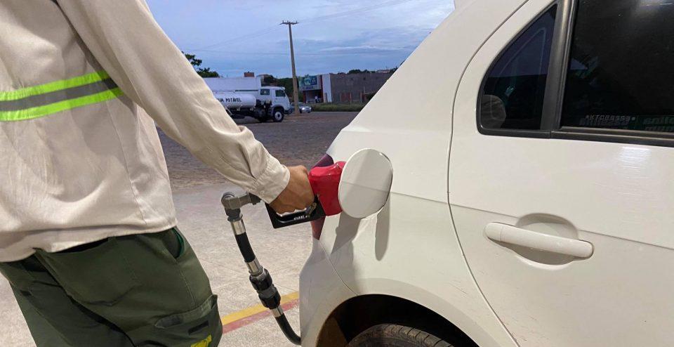 Preço da gasolina passa de R$ 5,50 no interior do Piauí e pode ficar mais caro após novo aumento