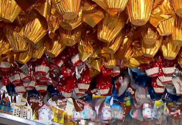 Produção de chocolates para a Páscoa já movimenta o mercado de vagas temporárias - (Foto: Reprodução/Record TV)