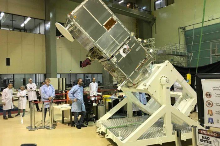 Equipamento de exploração espacial pesa 640 quilos e tem 2,5m de altura - (Foto: Inpe)
