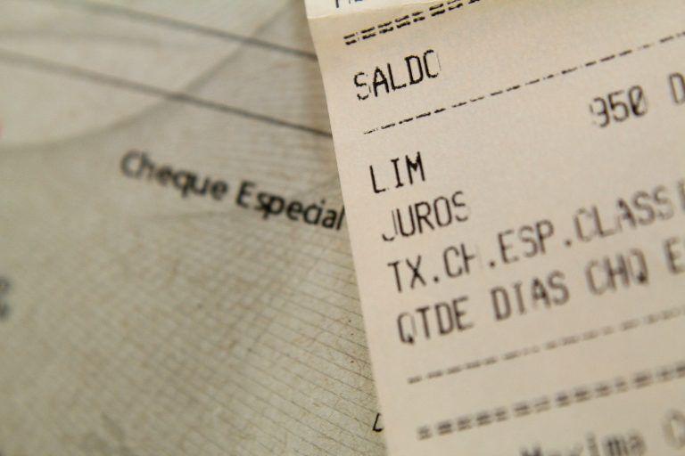 Autores do projeto citam taxa média de juros do cheque especial de mais de 150% ao ano - (Foto: Marcos Santos/USP Imagens)