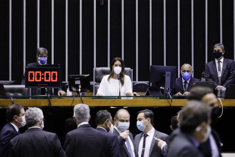 Sessão do Plenário é presidida pela deputada Flávia Arruda - (Foto: Najara Araújo/Câmara dos Deputados)