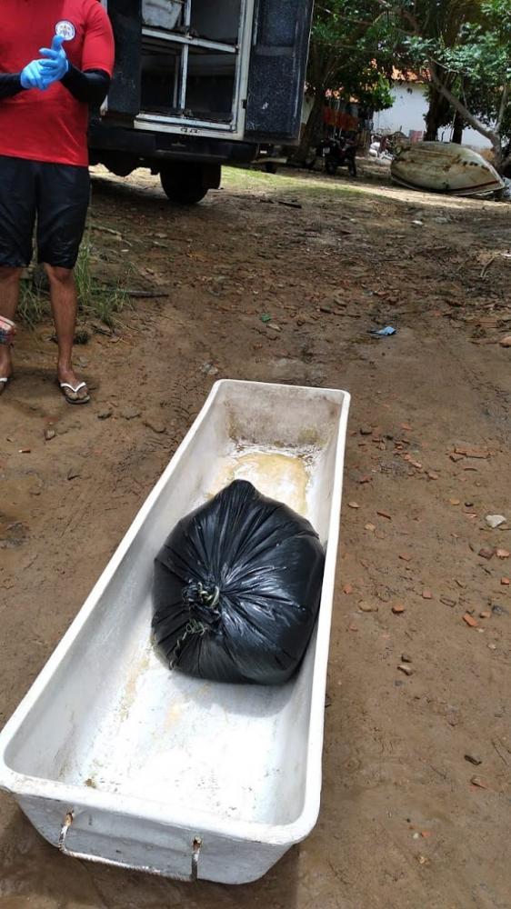 Corpo sem pernas e sem braços e em decomposição é encontrado boiando em rio do Piauí
