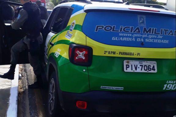Homem é preso suspeito de transportar drogas em carro com a família na PI-116