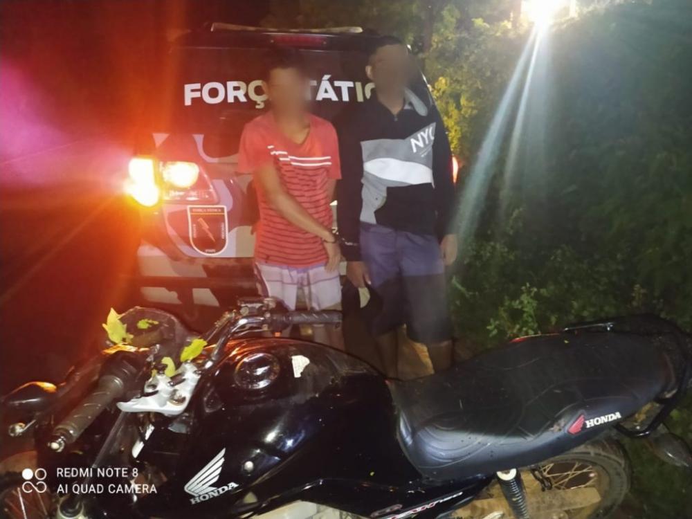 PM prende dupla suspeita de cometer assalto na zona rural de Esperantina - Foto: Divulgação PM