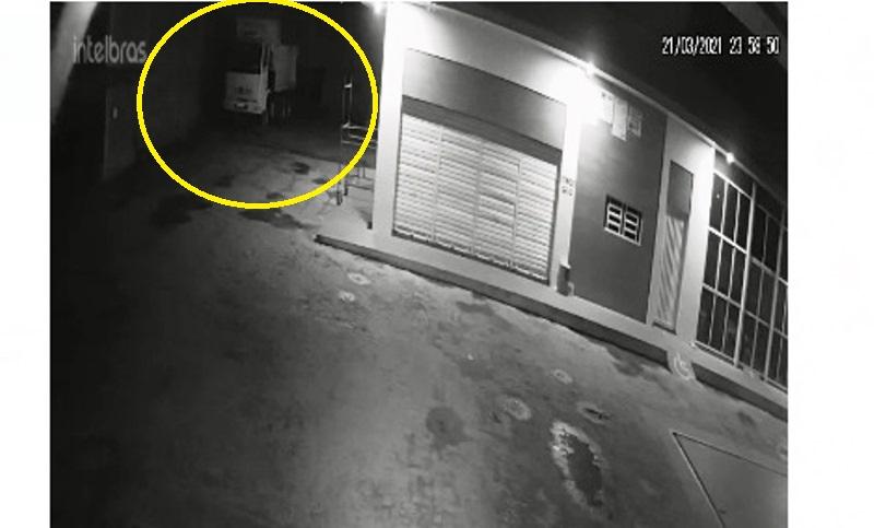 Homem é preso após câmeras flagrarem roubo de bateria de caminhão em Batalha