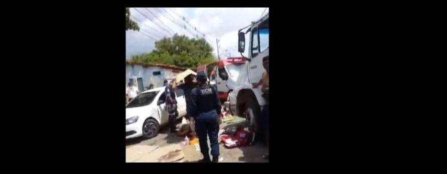 Três pessoas saem feridas após colisão de moto com caminhão na BR-316