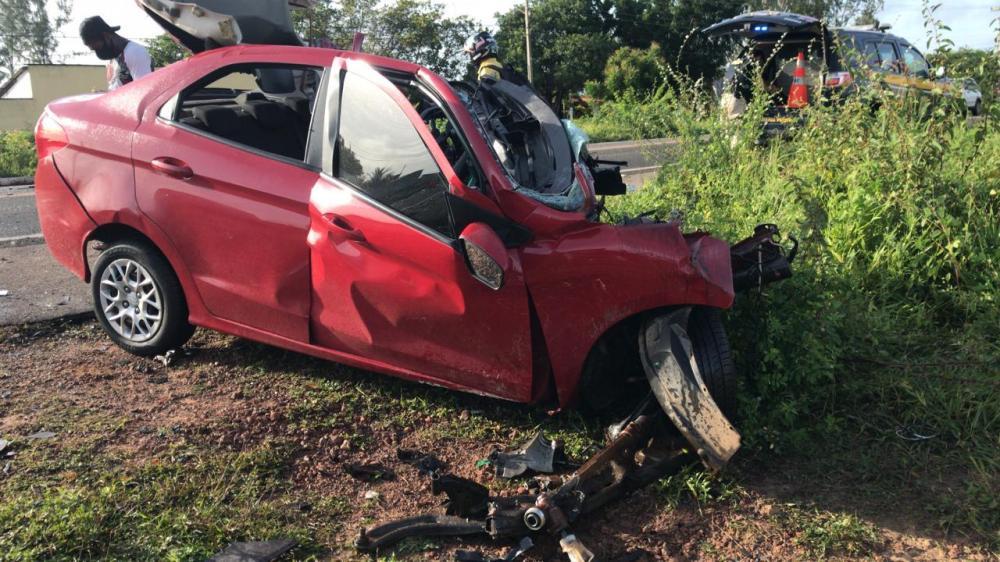 Homem morre em colisão entre carro e carreta na BR-343