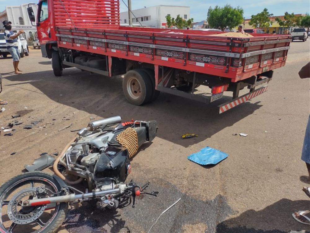 Homem morre em acidente envolvendo motocicleta e caminhão no Piauí