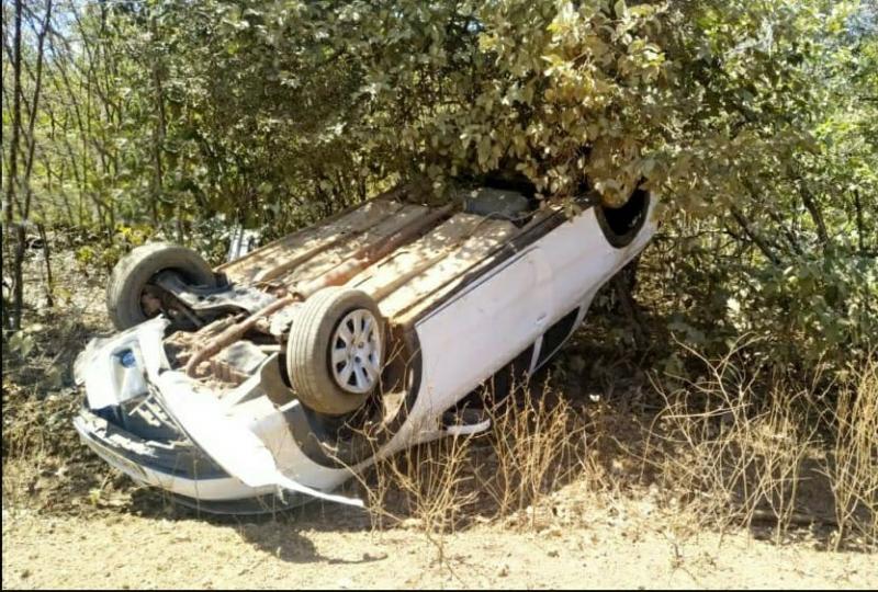 Motorista perde controle e carro capota três vezes em estrada vicinal no Piaui