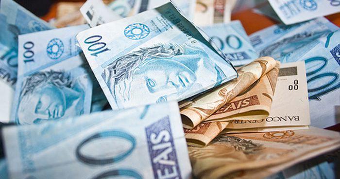 Um dos dispositivos incluído pelo relator do projeto, deputado Juscelino Filho (DEM-MA), está o aumento do fundo eleitoral para o ano que vem, de cerca de R$ 2 bilhões para mais de R$ 5,7 bilhões.