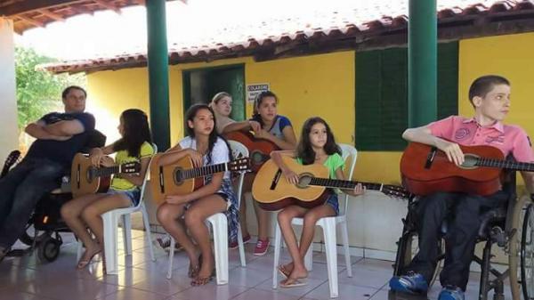 Dentre os beneficiados estão Jose Felipe e Luciano Portela que são pessoas com deficiência e agora estão incluídos socialmente através da música.
