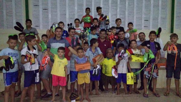 Jatobá do Piauí lança projeto de Escolinha de Futebol; prefeito Zé Carlos fez a entrega de material esportivo