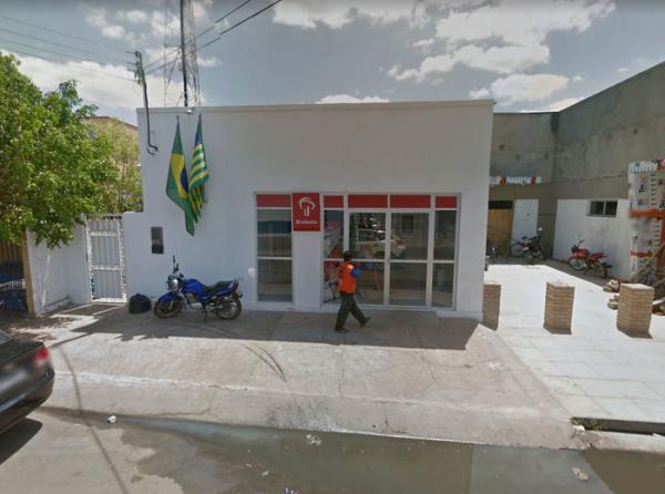Criminosos rendem e assaltam clientes de agência bancária no interior do Piauí