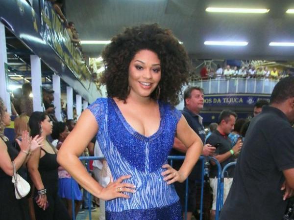 Juliana Alves deixa filha recém-nascida e cai no samba