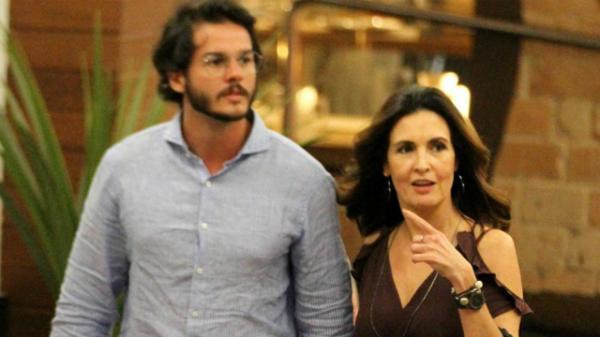 Fátima Bernardes assume romance e posta foto
