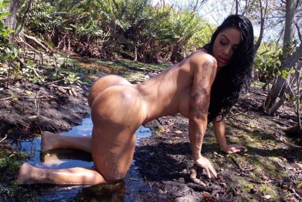 Sósia de Gracyanne, Vanessa Soares tem mais de um metro de bumbum