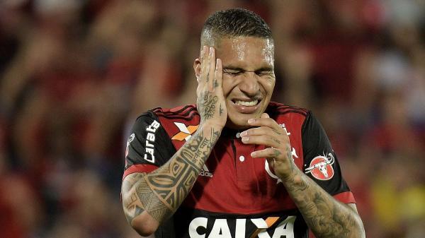 Fifa suspende Guerrero por um ano e advogados do jogador do flamengo vão recorrer