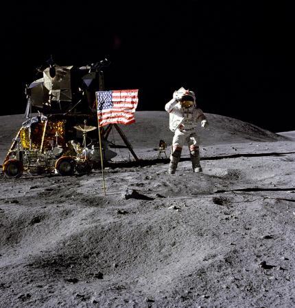 Morre John Young, 1º astronauta a fazer caminhadas espaciais